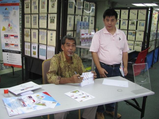 Encik Abdul Rahim Hazel Design autograph session