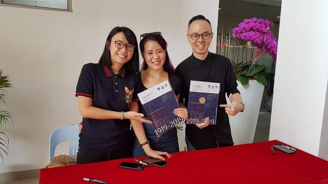 23 March 2019: Chong Hwa School autograph session